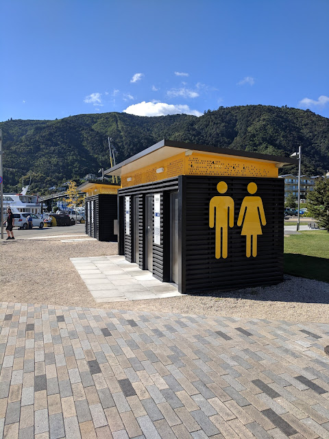 2 weeks in New Zealand Itinerary: singing bathrooms in Picton