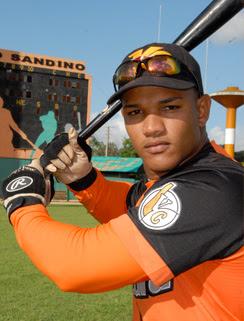 Raúl Reyes anda de líder de los bateadores de la pelota cubana con increíble 611