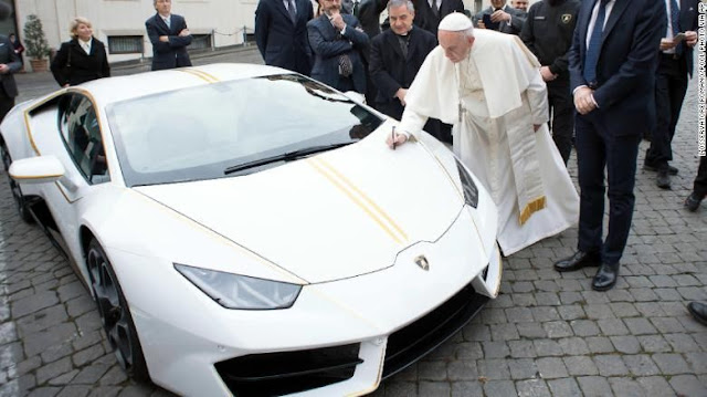 Untuk Amal, Lamborghini paus Frasiskus Di lelang