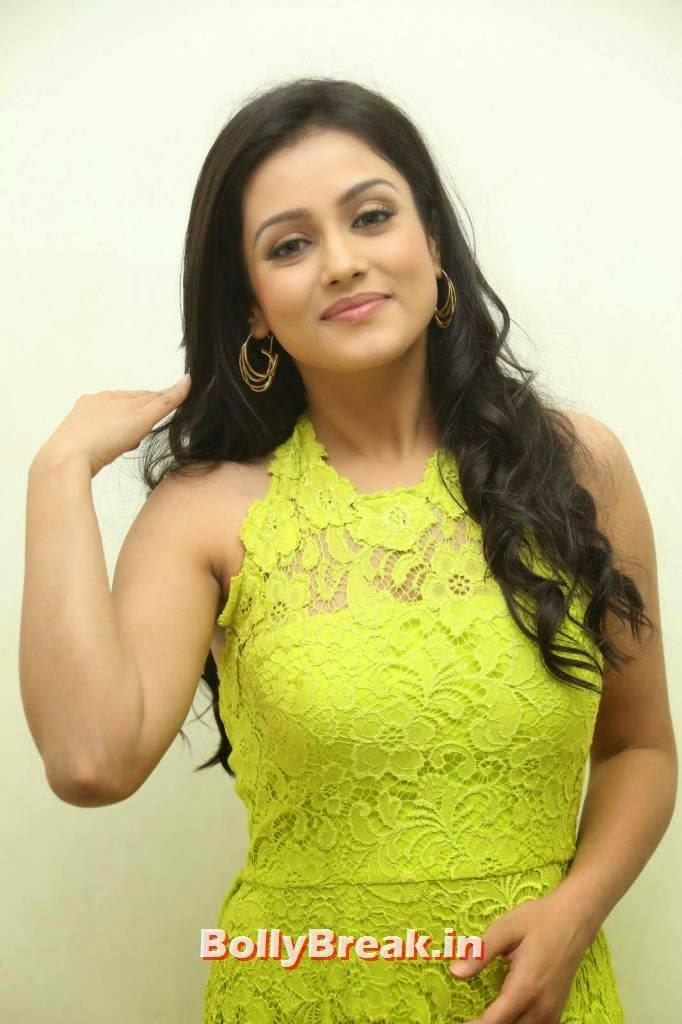 , Mishti Chakraborty hot Hd Images in Green Dress