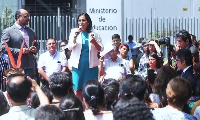 Flor Pablo se comprometió a trabajar para que los peruanos tengan una mejor educación