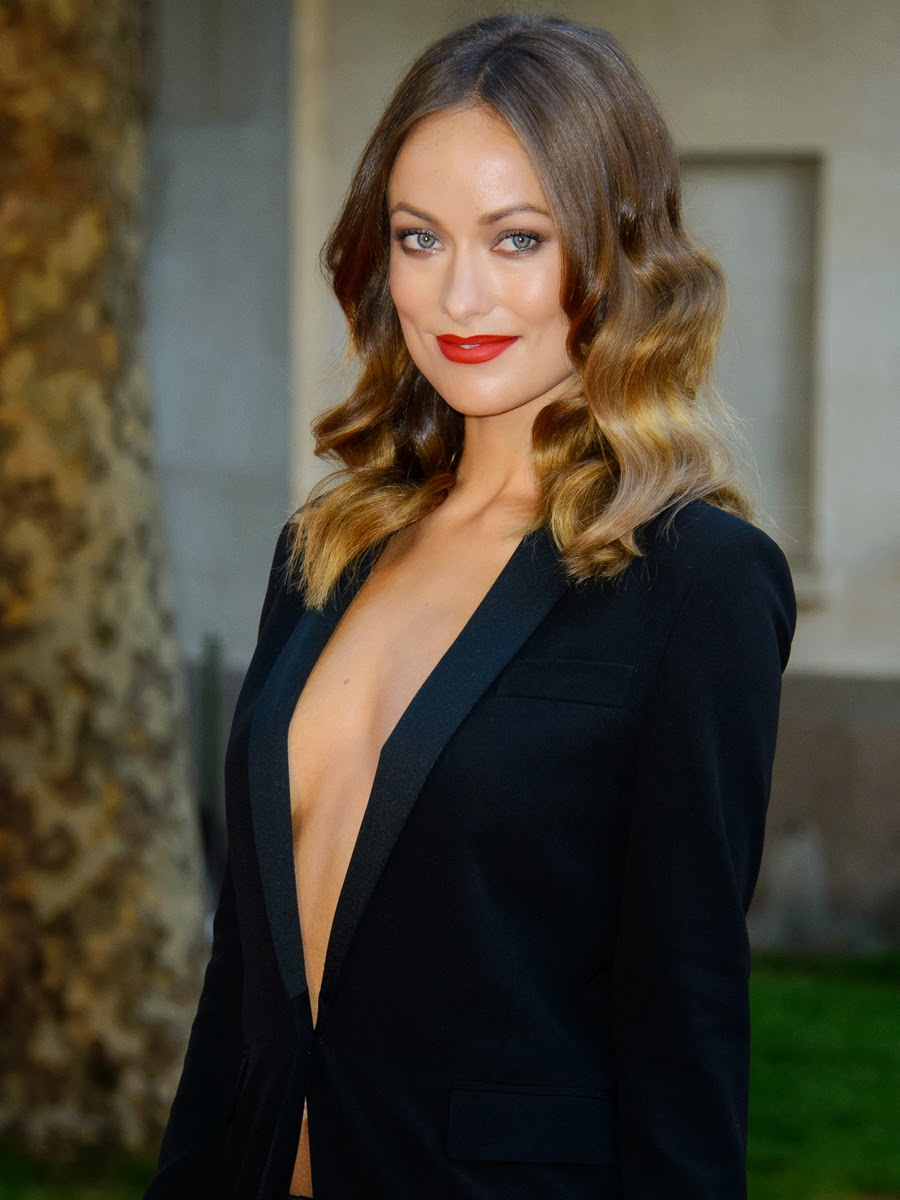 Olivia Wilde Deep Cleavage At Rush Premiere  Paparazzi Oops-1647