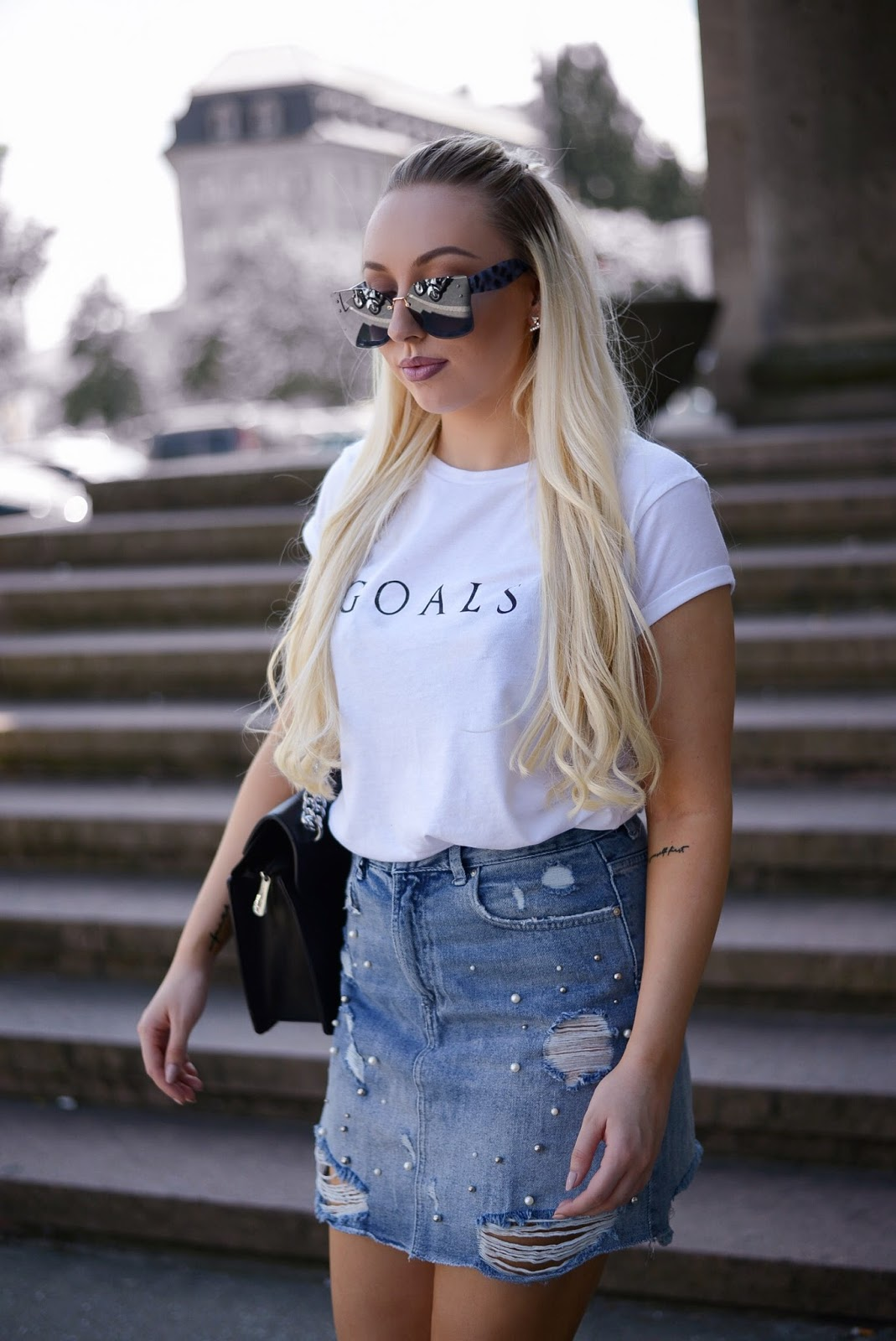 goals tee_misspap goals tee_ripped denim skirts_fashionblogger streetstyle