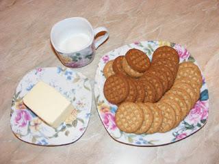 retete cu biscuiti digestivi, preparate din biscuiti unt si zahar, retete, ingrediente blat de biscuiti,