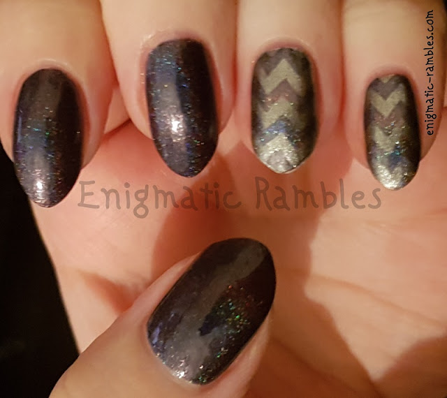 Holographic-Charcoal-Chevron-Nails