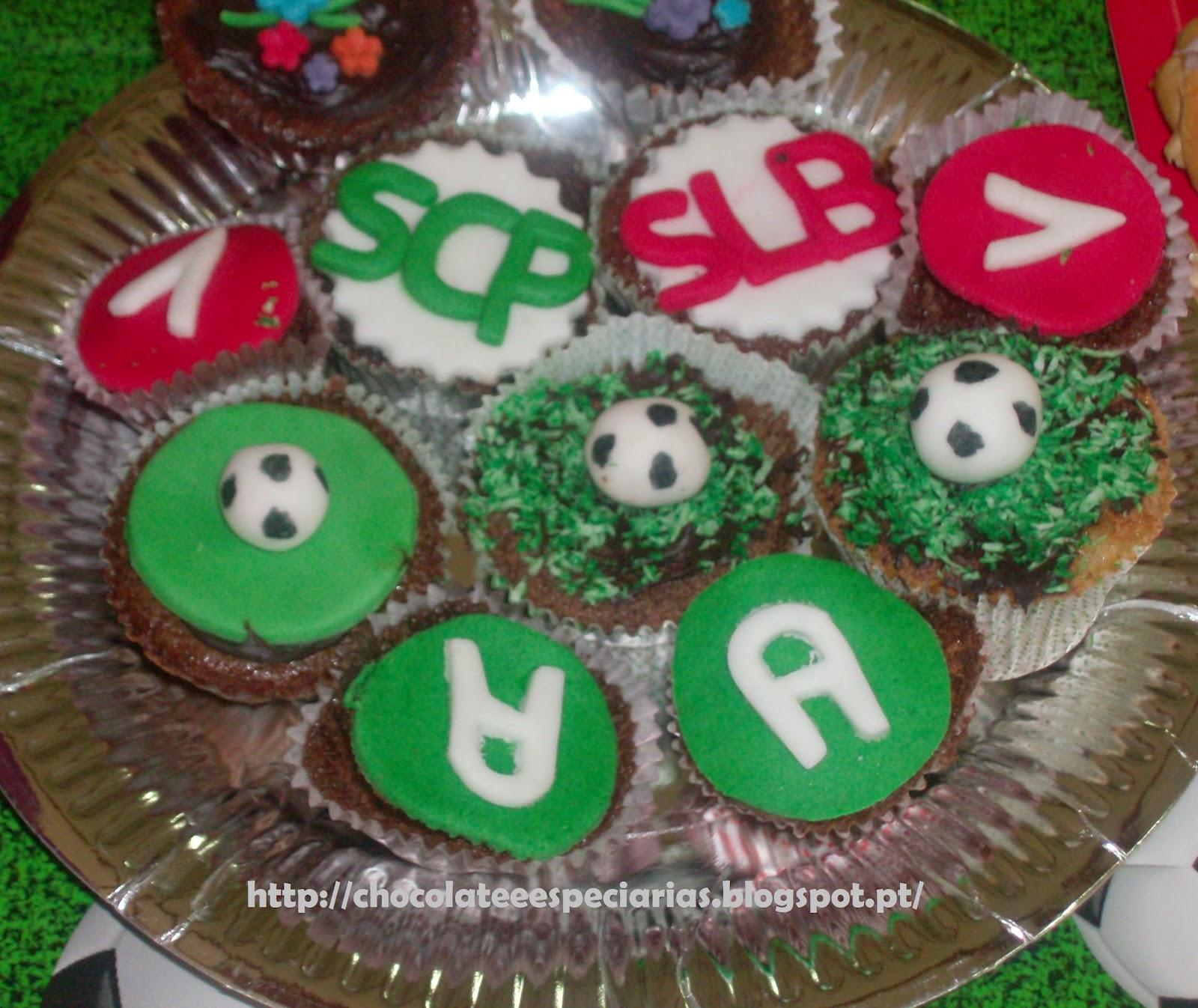 d5e63ab90fadd Uma festa de anos de dois rapazes que adoram jogar à bola só podia ter como  tema... o Futebol!! E como é cada um da sua equipa