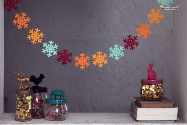 Guirnaldas navide as de papel un manitas en casa for Guirnaldas para puertas navidenas