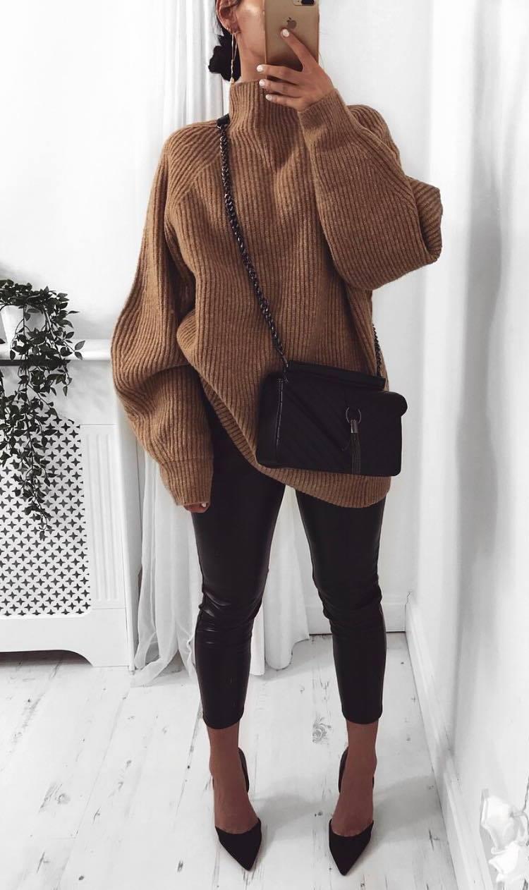 trendy fall outfit / brown oversized sweater + bag + black leather skinnies + heels
