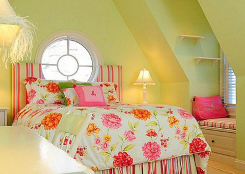 How to furnish and paint a room with slanted ceiling or dormer walls ...