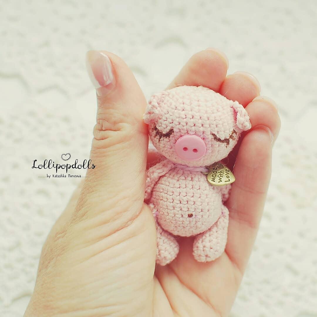 Amigurumi sweet pig free pattern | Amiguroom Toys | 1080x1080