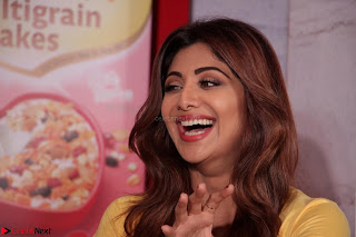Shilpa Shetty super cute fit in Yellow T Shirt 5.JPG