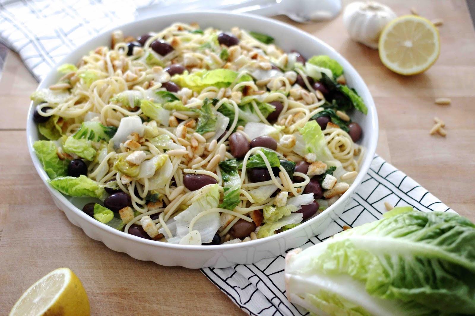 Vegane Pasta mit Knoblauch und Oliven