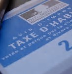 Cette taxe s'applique à tout propriétaire ou locataire d'un bien immobilier