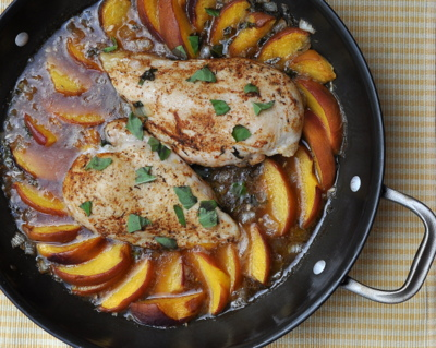 Baked Chicken with Fresh Peaches ♥ KitchenParade.com, quick-seared chicken breasts finished in the oven surrounded by fresh and summer-juicy peaches. Low Carb. High Protein. Very Weight Watchers Friendly. Weeknight Friendly. Naturally Gluten Free.