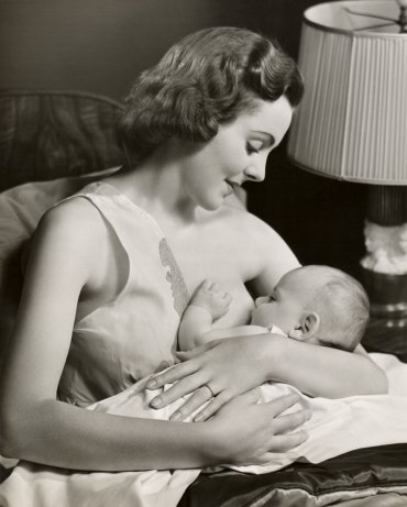 vintage breastfeeding mother- breastfeeding fashion tips via va-voom vintage