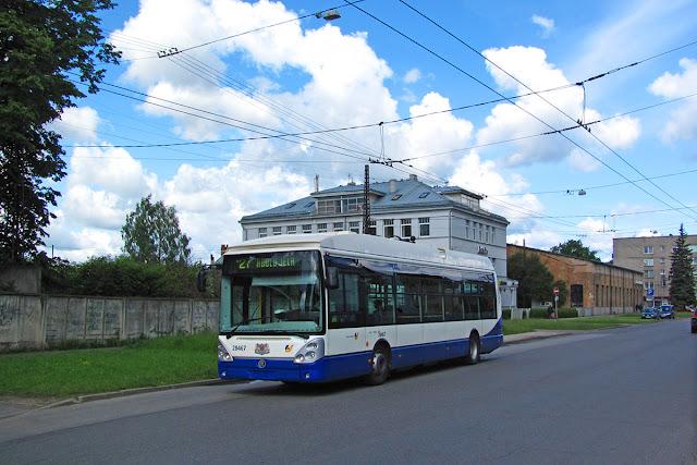 Škoda 24Tr  Irisbus с дизельным генератором в Риге на маршруте № 27