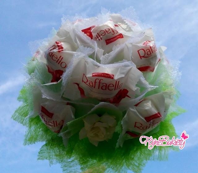 Bukiet z cukierków Raffaello na sizalowym stożku