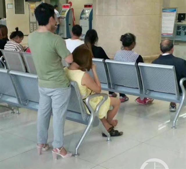 Novio sorprende en China por ponerse los tacones de su novia
