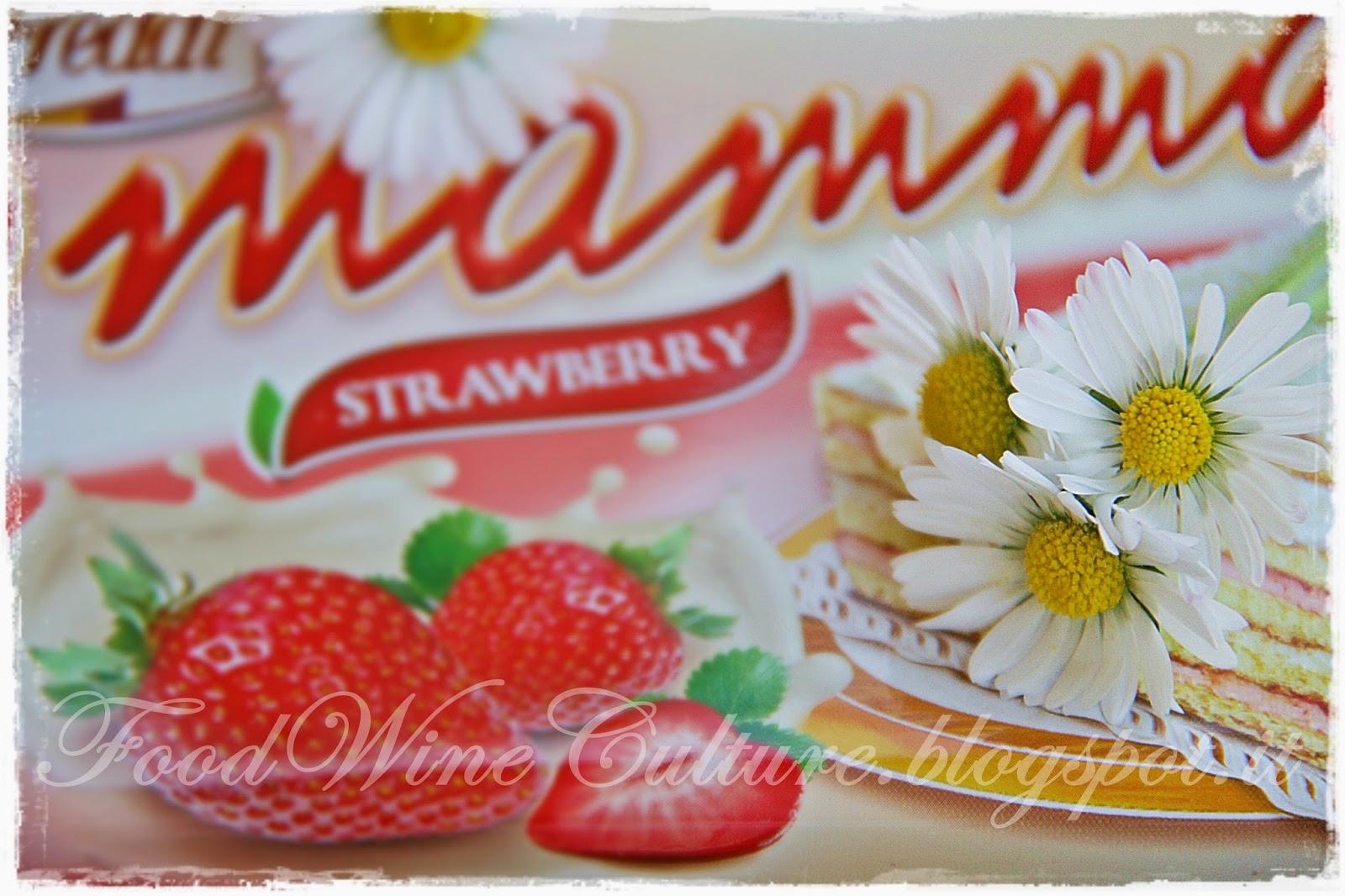 Pan di Spagna della Serie dolciaria O'Mamma dell'Azienda Freddi con Crema di Latte, Yogurt Bio e Fragole Fresche