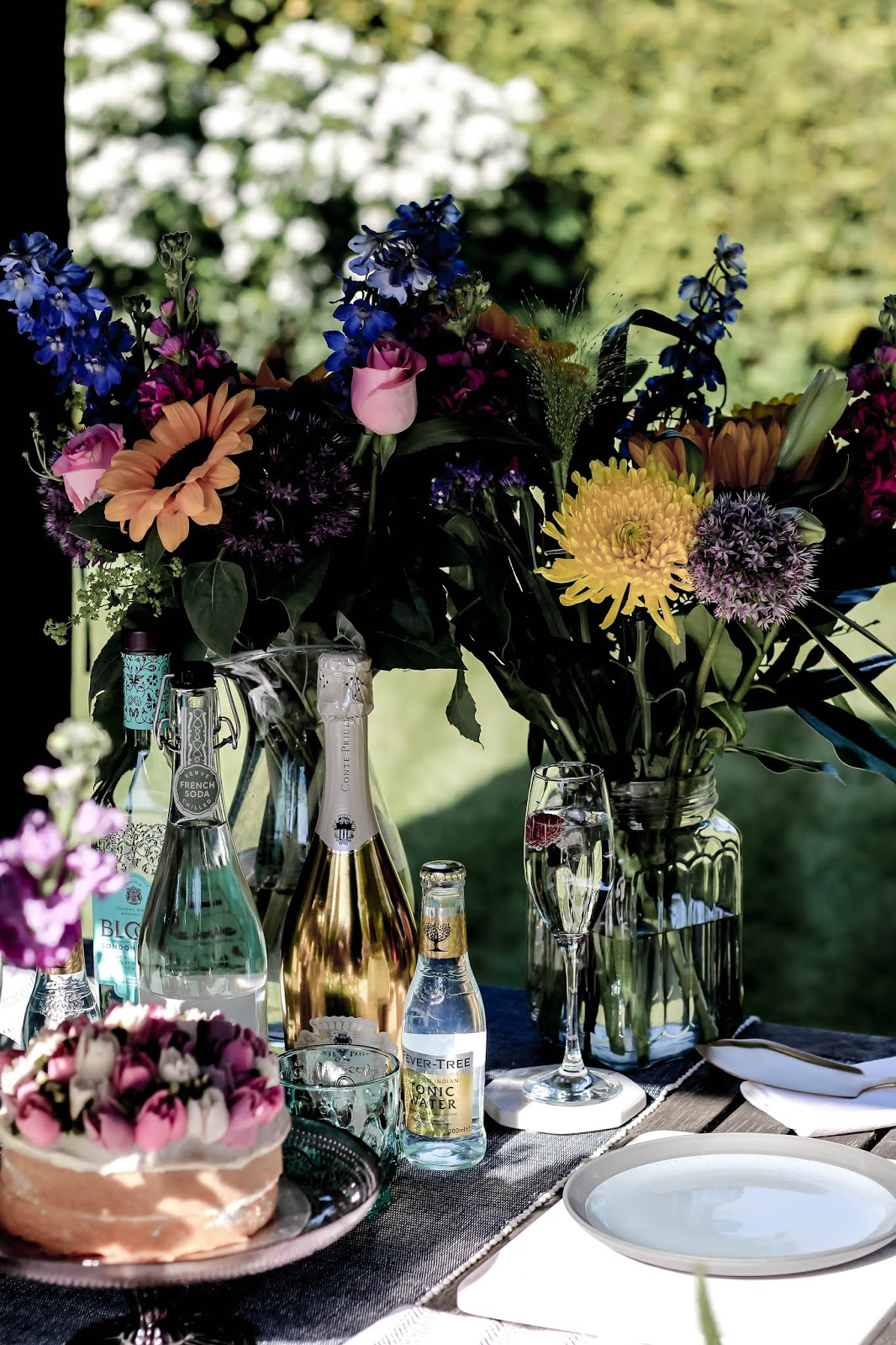 Luxurious Outdoor Al Fresco Dining Drinks