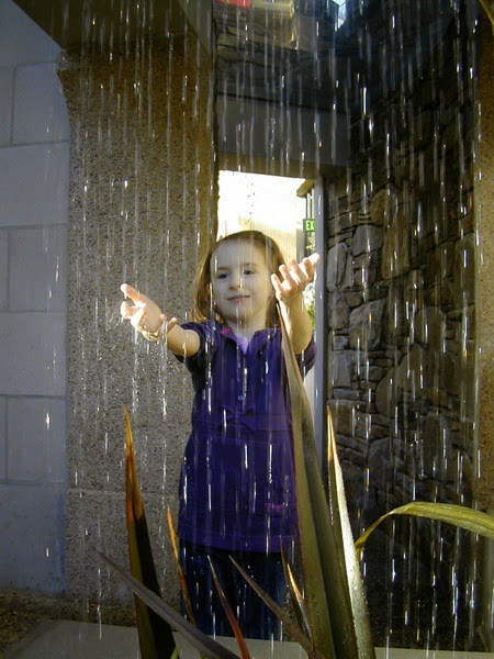 Cute Baby Girl Wallpapers Free Children Playing In Rain Photo Picture Gallery