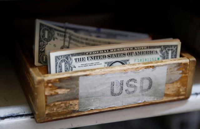 Inversionistas inician acción para reclamar impago de gobierno de Maduro por su bono al 2034