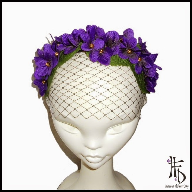 Violetas. Tocado con violetas y velo / Headpiece with violets and veil