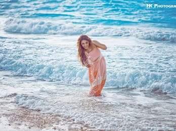 """بالصور """"آية عبدالله"""" تخضع لجلسة تصوير في الساحل الشمالي"""