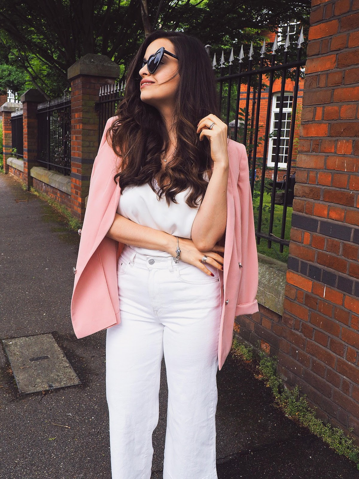 7c112493d455 5 Ways To Make White Culottes Amazingly Flattering