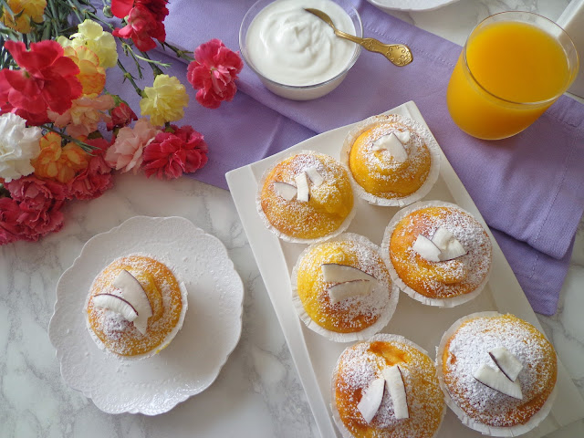 Puszyste muffiny z mango i jogurtem, bez masła (Muffin allo yogurt e mango, senza burro)