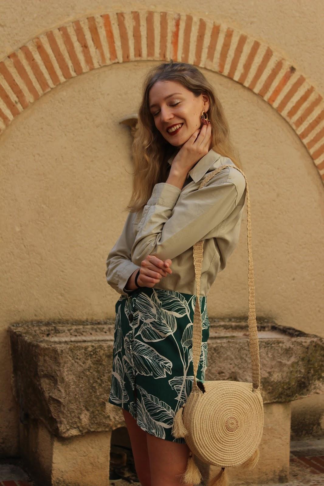 safari-look-shein-leaves-print-skirt-raffia-bag