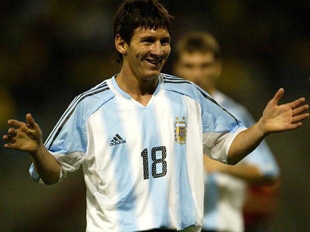 صور ميسي مع الأرجنتين 2005