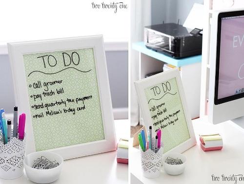 Manfaatkan bingkai foto sebagai papan memo atau papan pengumuman