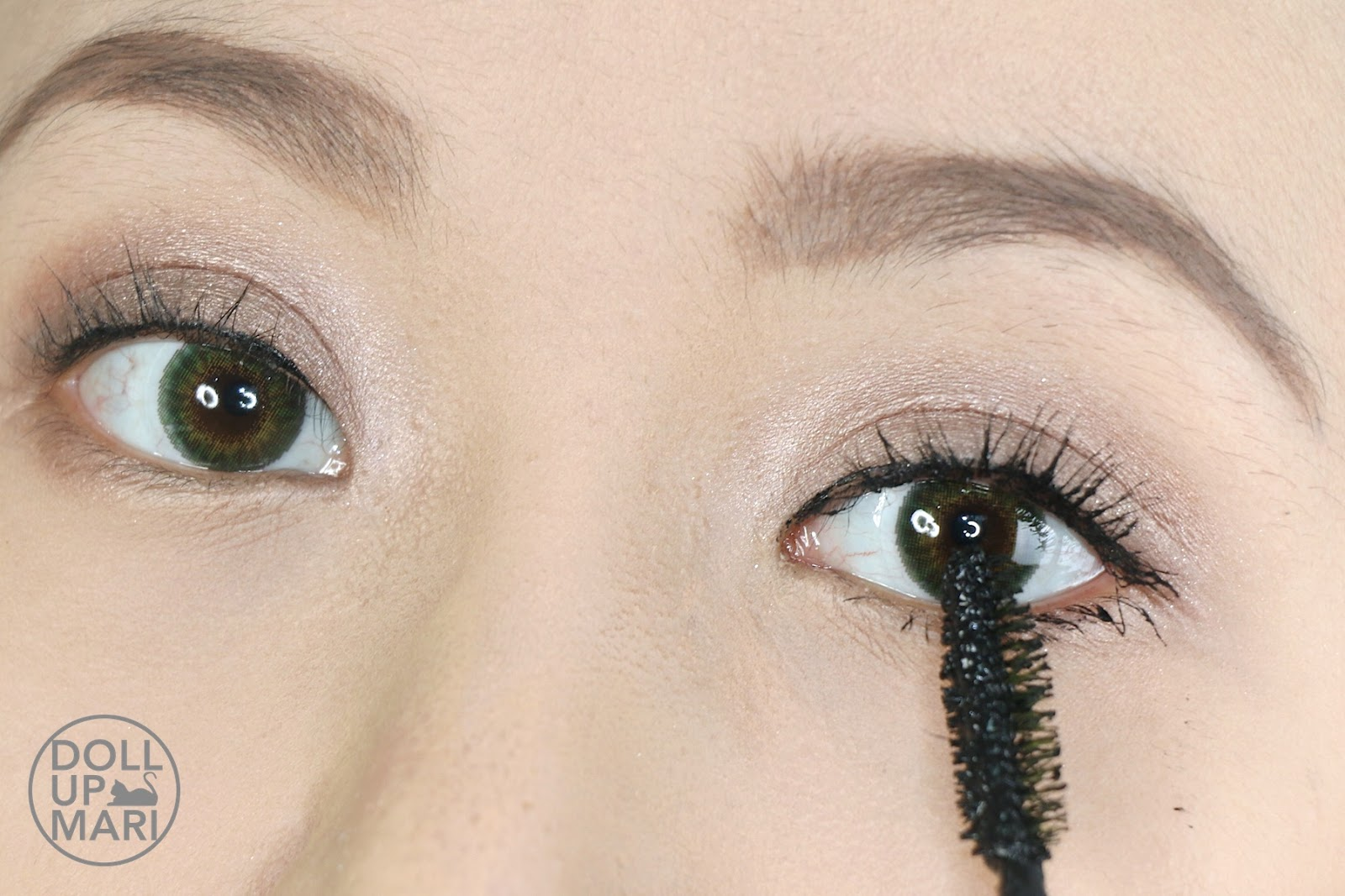 d65aec5e7e8 Applying Maybelline Philippines The Magnum Volum' Express Waterproof Mascara  To Lower Lashes