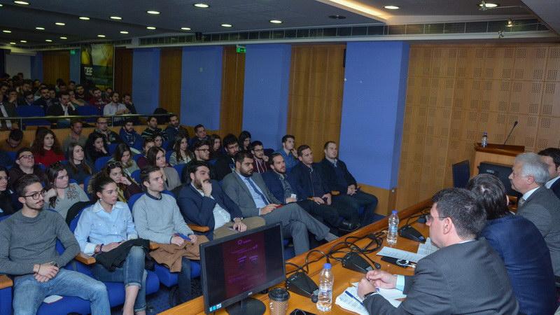 Debate της ΟΝΝΕΔ με θέμα την υποχρεωτική στράτευση στα 18