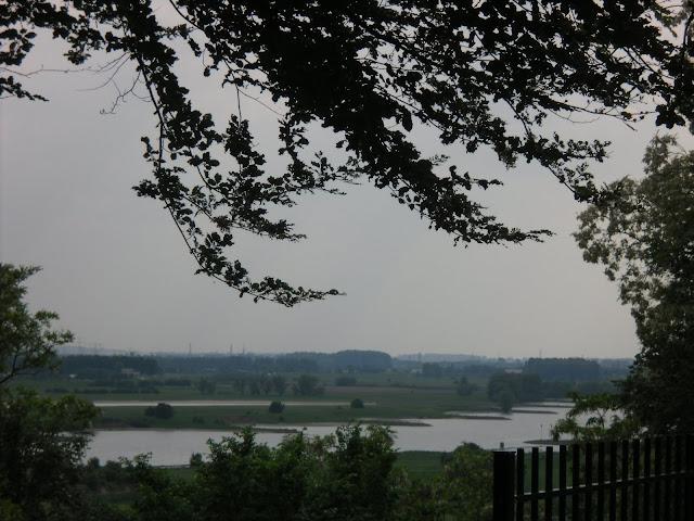 Sungai Rhein dari arah Belmonte Arboretum Wageningen