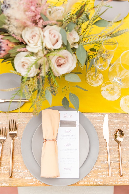 Boda con una pincelada de amarillo en LOVE, LOVE by Chic & Decó