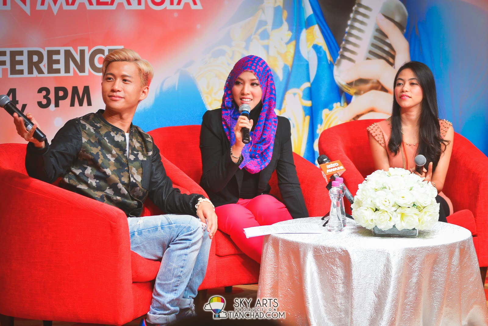 Shila Amzah answering question in three different language - Chinese, Malay and English A multi talented woman who is learning Korean too!