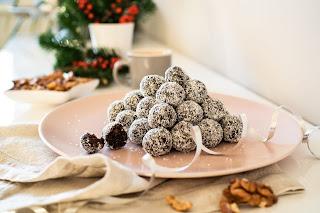 Švestkové kuličky nebo čokoládový salámek. Po tomhle cukroví nepřiberete. Ochutnejte!