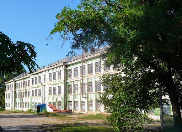 Костянтинівка. Закрита школа № 7. Під час фашистської окупації в ній розміщувався німецький шпиталь