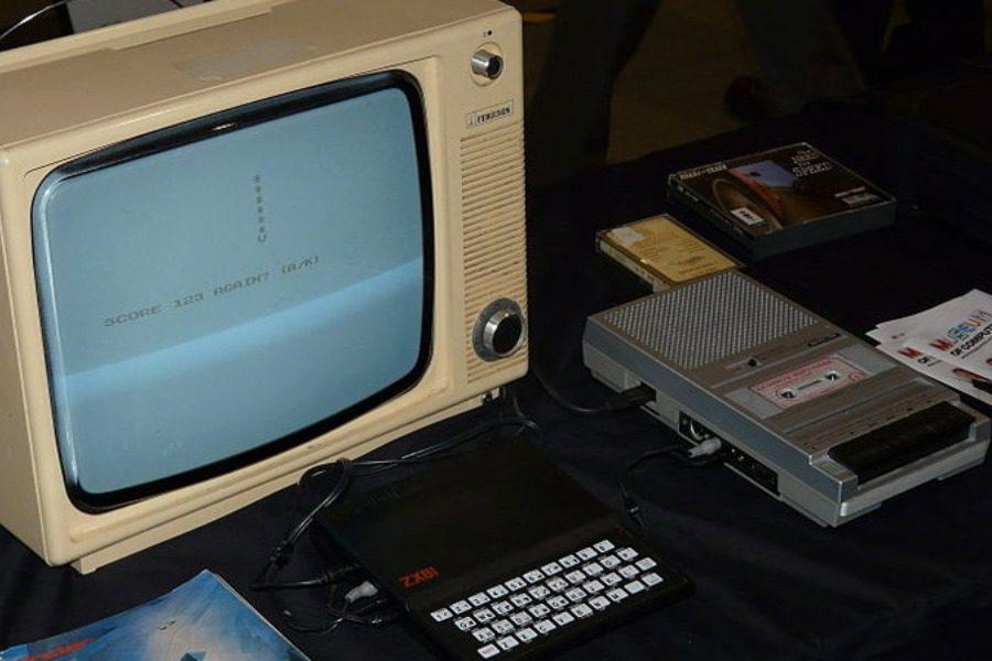 Η εποχή που ο κόσμος «κατέβαζε» προγράμματα υπολογιστών από το ραδιόφωνο