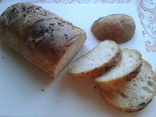 Ekmek yaptım sizlere hadi gelin hep beraber yiyelim sıcacık, miss  gibi, dumanı üstünde. Üstelik sütlü, tadına doyamayacaksınız :) .