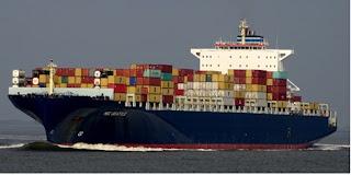 """Nave """"detenuta"""" nel porto di Napoli."""