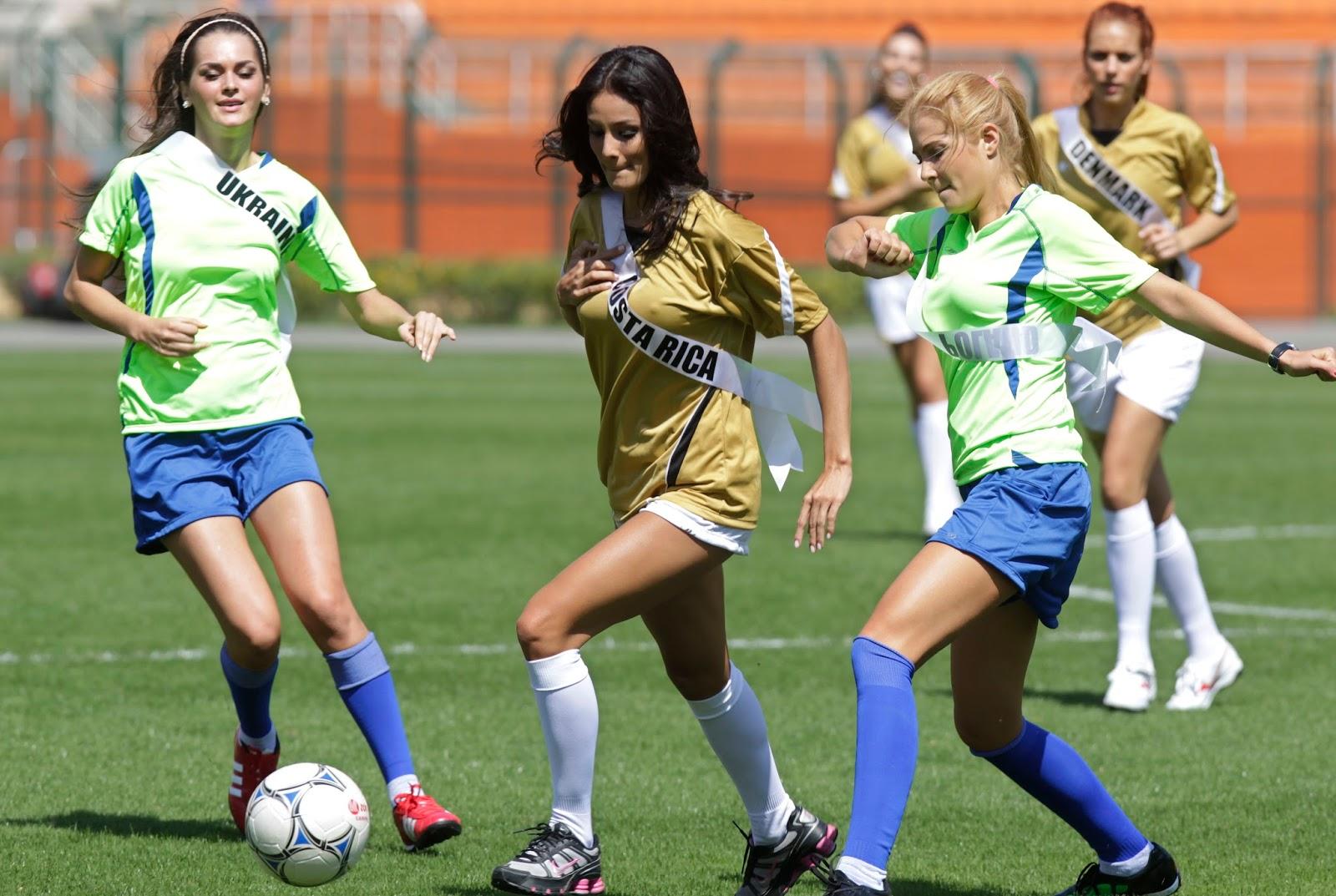 Futbol: Mujeres Jugando Futbol