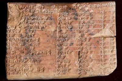 Cientistas descobrem tábua babilônica com cálculos avançadíssimos