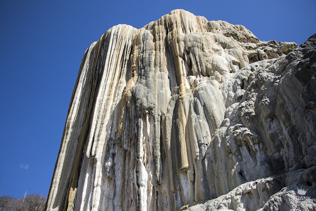 vistas de las cascadas petrificadas en hierve el agua