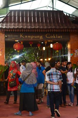 pintu masuk kampung cina yang berarsitektur china