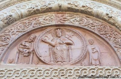 Assis detalhe portao catedral sao rufino - Assis Medieval