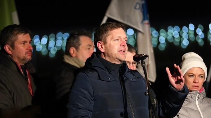 A kormány ellen tüntettek Budapesten ellenzéki pártok kezdeményezésére