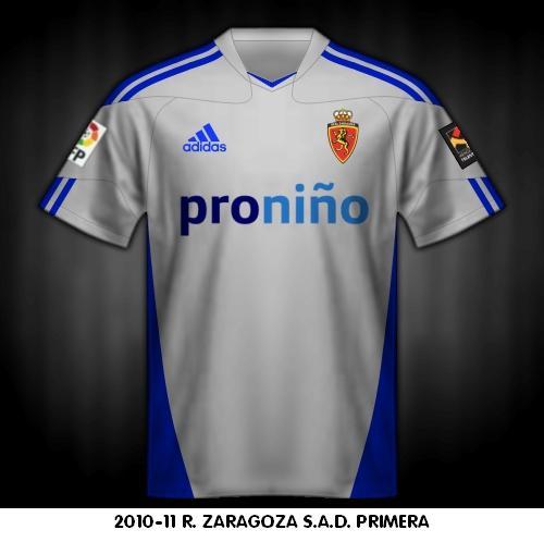 La primera camiseta como viene siendo habitual color blanco con tiras  azules en los hombros como lleva el diseño de la marca que viste al Real  Zaragoza. 488dcc07bc896